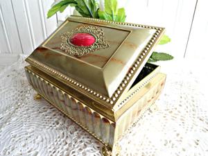 Vintage trinket-box
