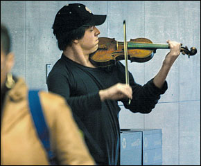 Joshua Bell playing in the subway